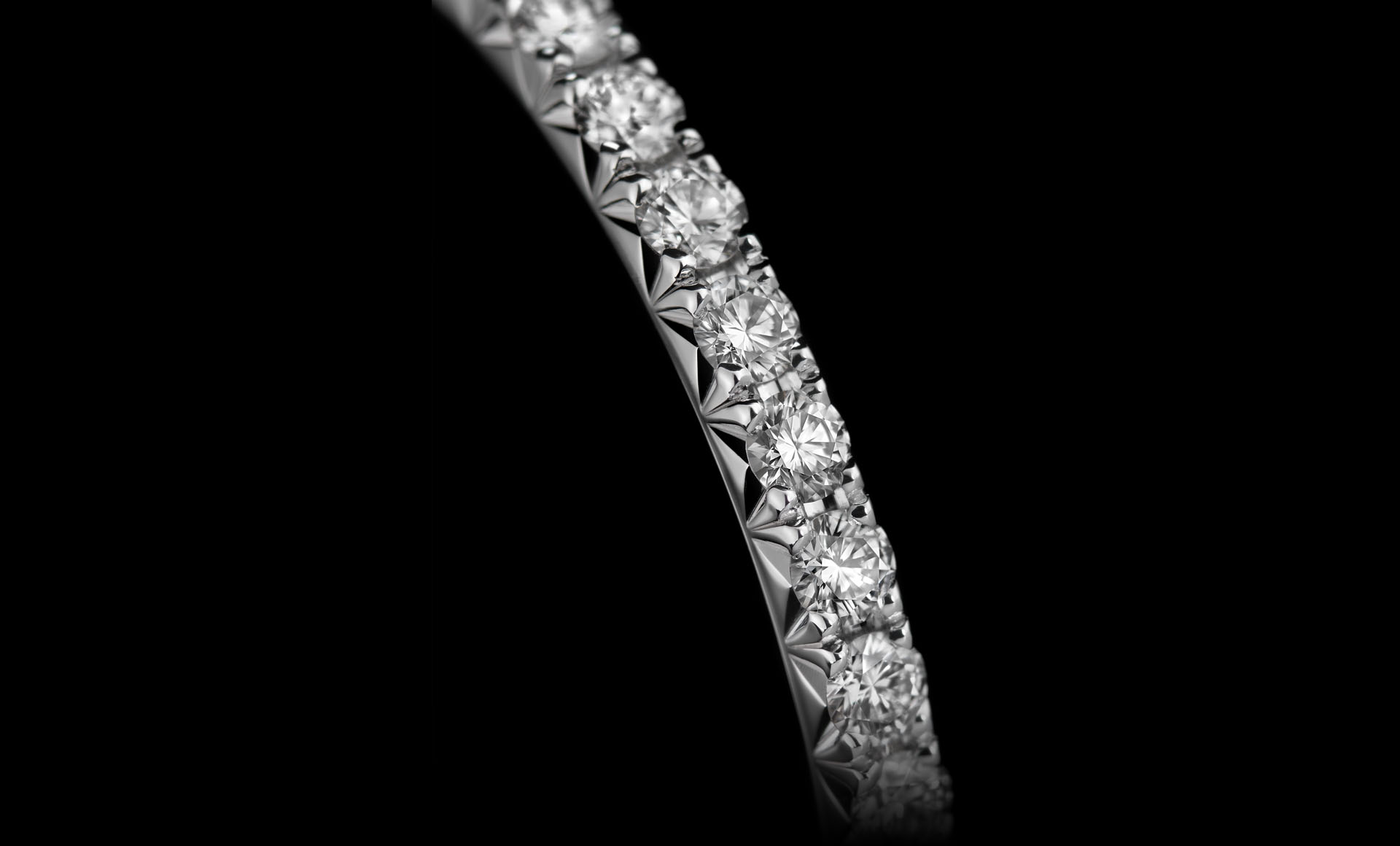 Close-up of the brilliantly cut diamonds on Montluc - Halo No.1 infinity ring