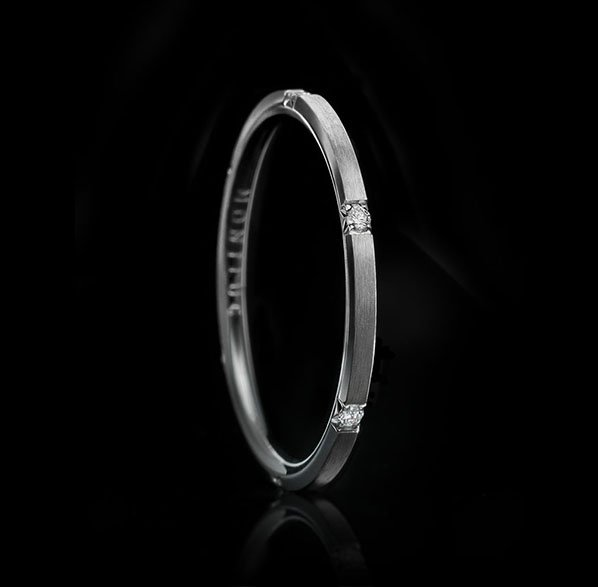 Montluc - Halo No 3 Matte. Diamond ring set with 6 perfect, brilliant cut diamonds. Seen here in matte finish.