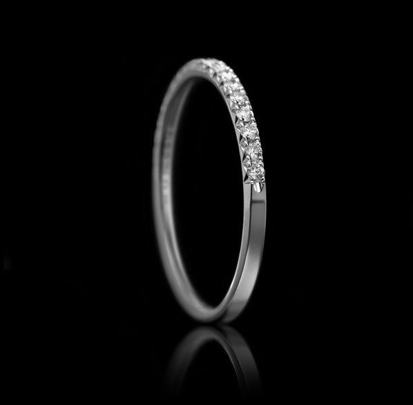 Montluc - Halo No 5 Diamond ring. Half-set.