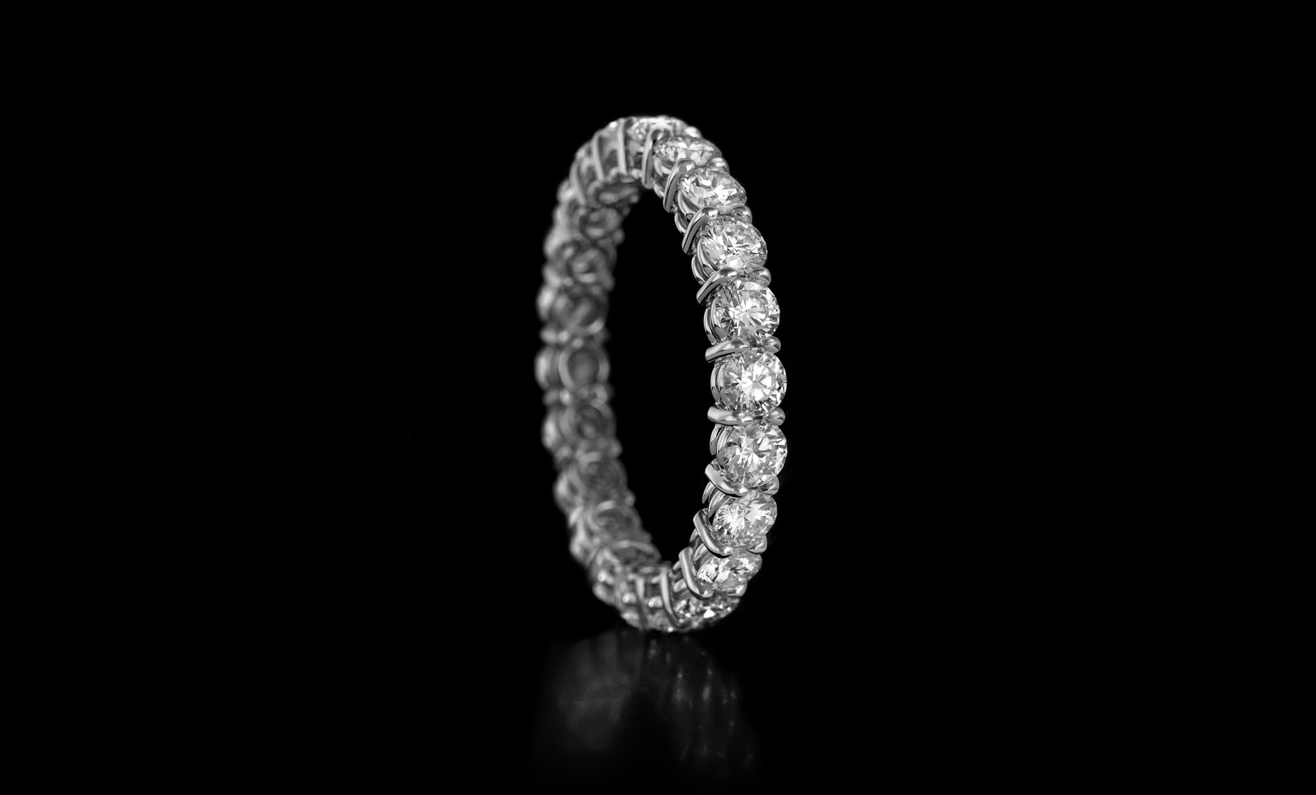 Montluc - Gravity No 1. Infinity ring, full set with diamond according to the classical, ever green prong setting