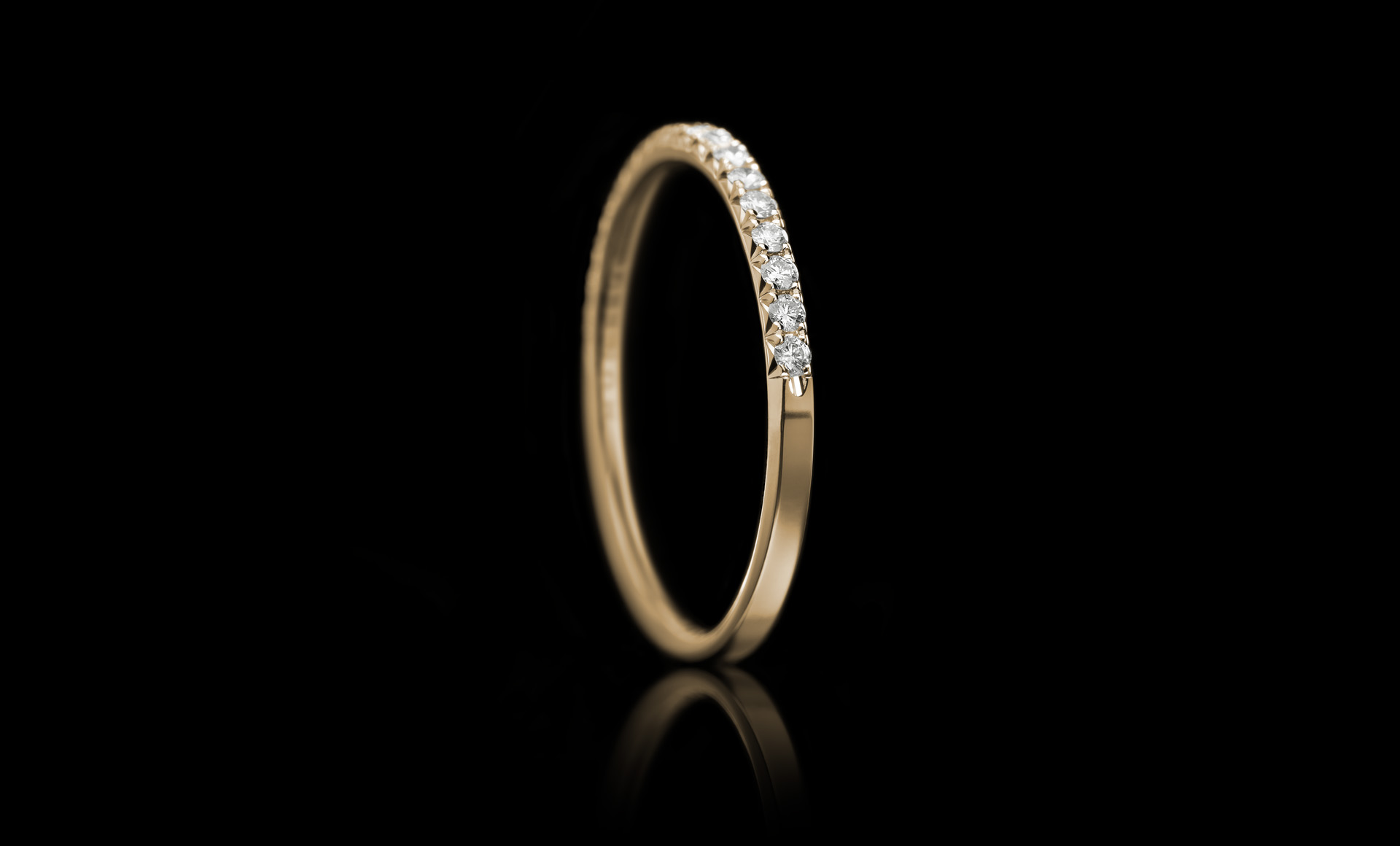 Halo No.5 diamond ring yellow gold