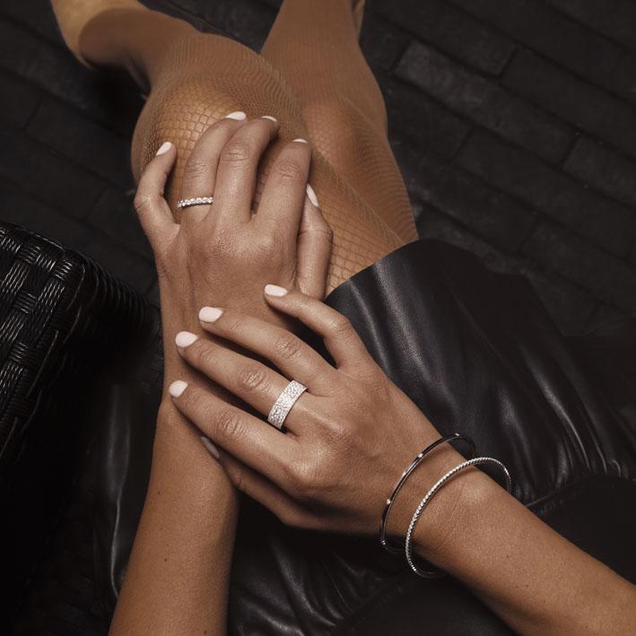 Montluc - Halo No.6 diamond ring showcase