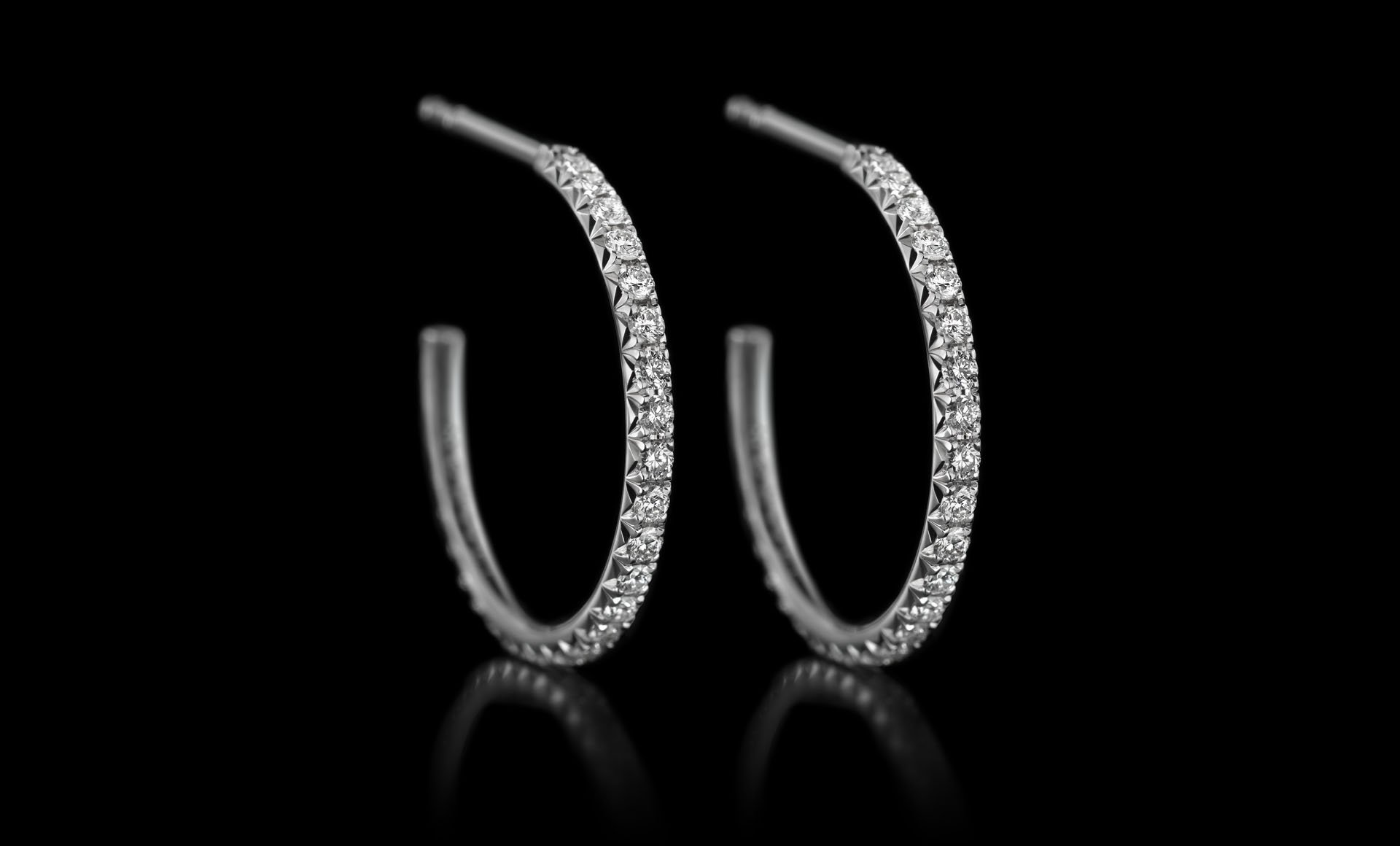 Montluc - Halo No 2. Diamond hoop earrings, set with a continuous line of perfectly selected, brilliant cut diamonds
