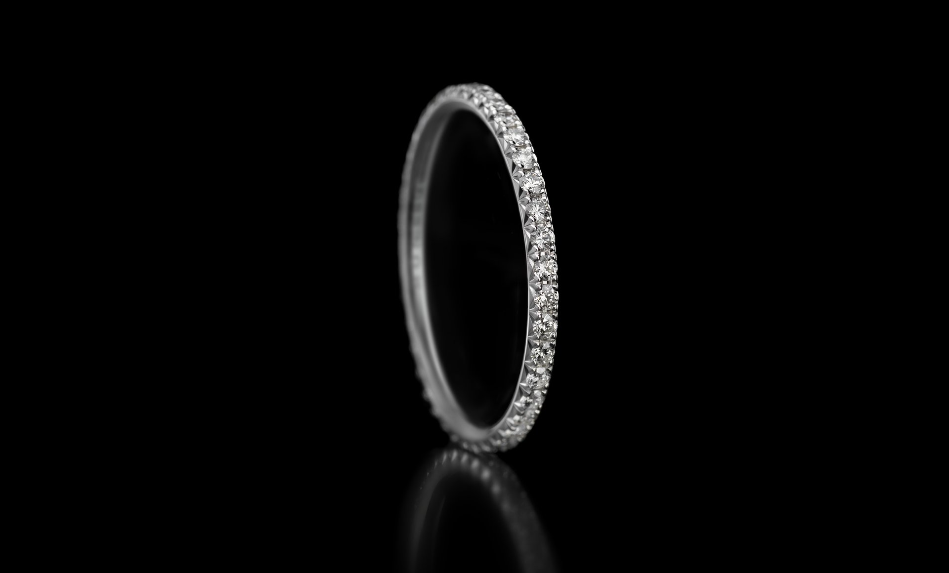 Montluc - Halo No 1. Eternity ring, full set in diamond - set with a continuous line of perfectly selected, round cut diamonds.
