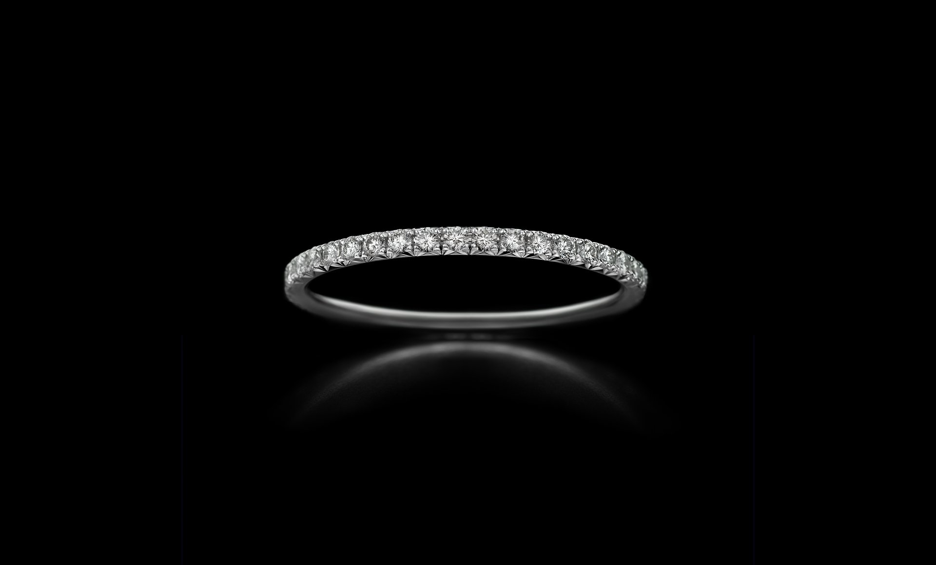 Montluc - Halo No 5 diamond ring, viewed from the front