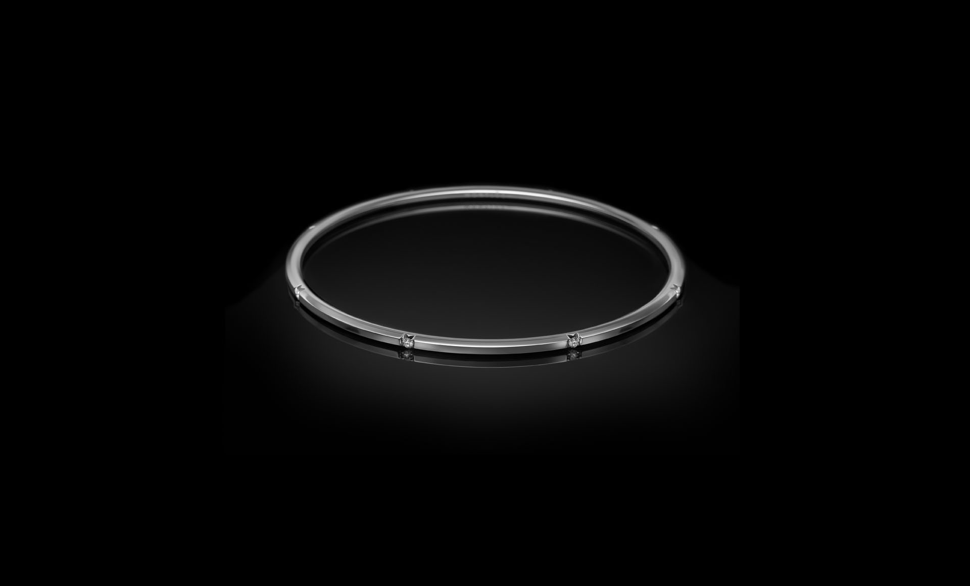 Halo No.7 - a semi set diamond bangle perspective