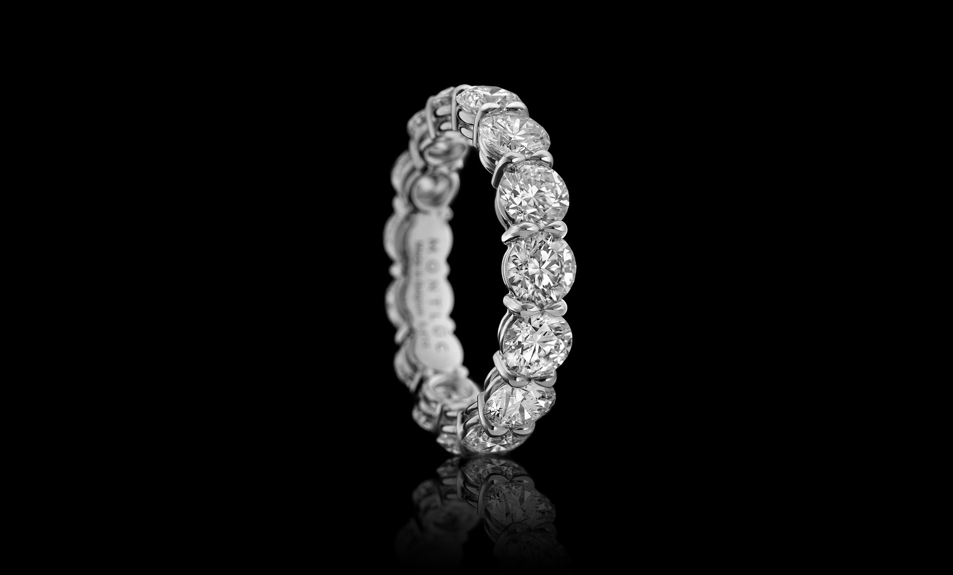 Atelier - your dream diamond jewellery, here a custom Gravity No.1