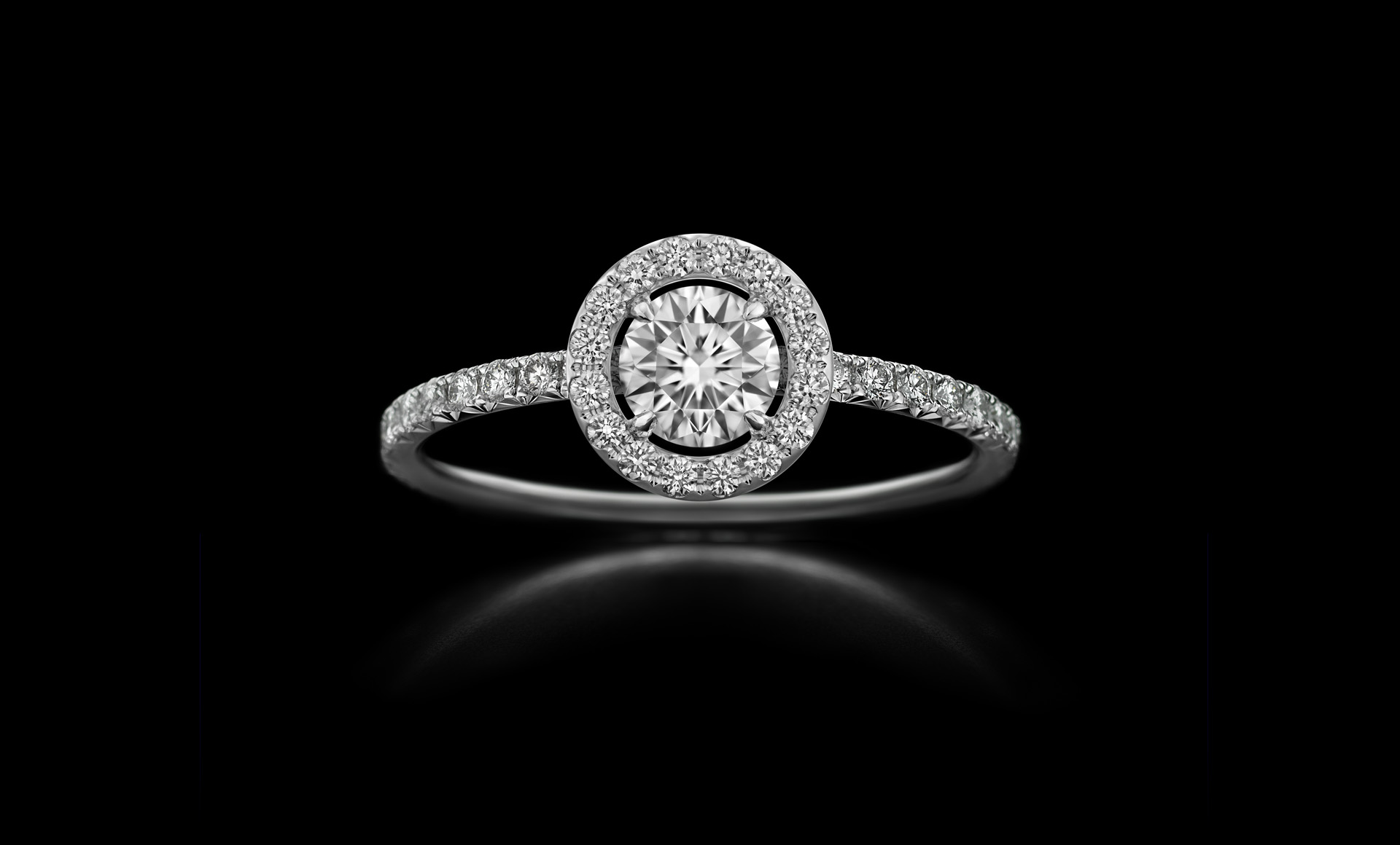 Orbit No.5 - diamond ring with centrestone
